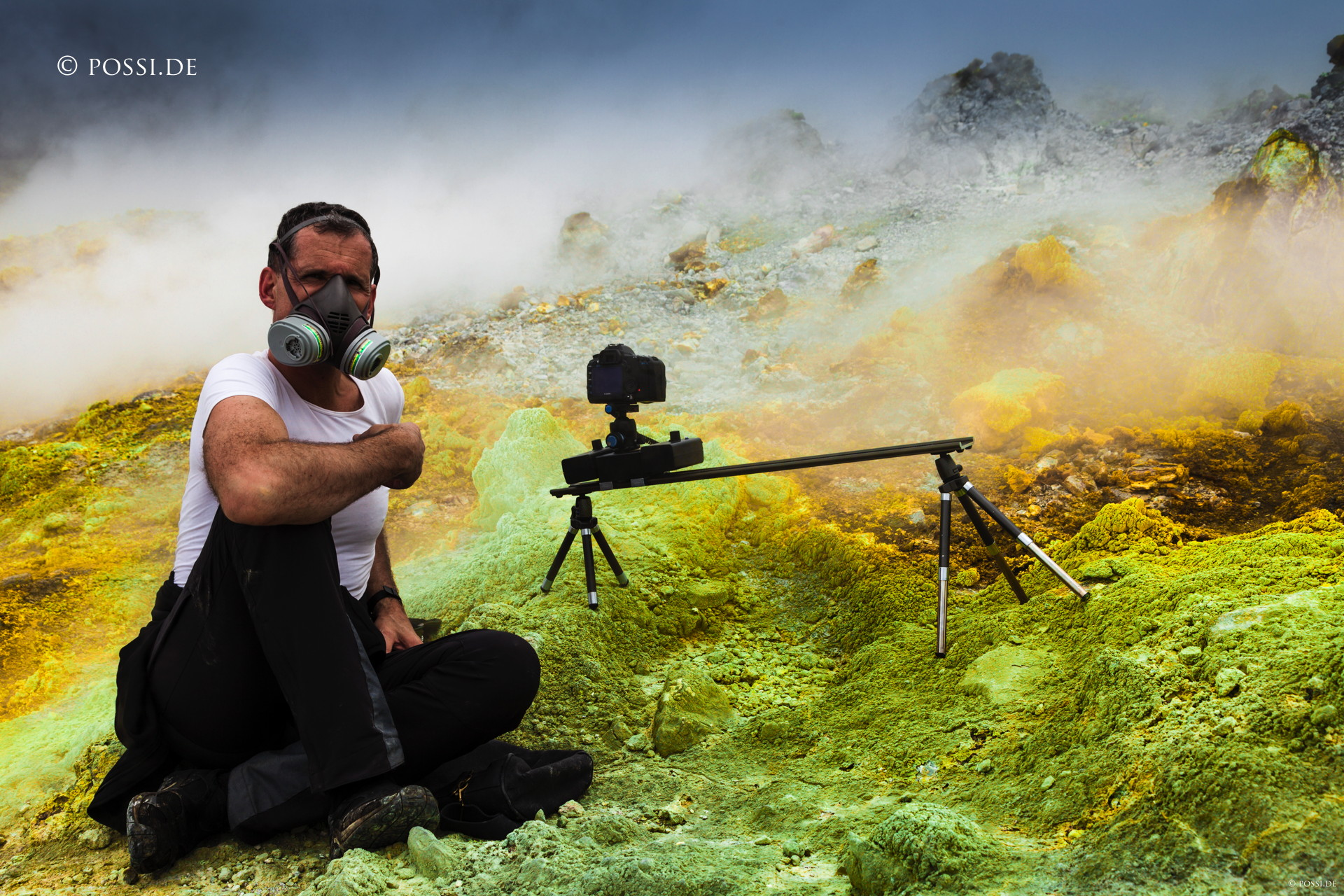 I didn't had to think much what camera brand to choose. I inherited the Canon 5D MKII from y husband together with a fine arsenal of lenses. Here in the crater of the Papandayan volcano on Java, Indonesia. While taking the time-lapse we were desperately hoping that the acid vapors would not eat up our gear (yes, the camera survived).